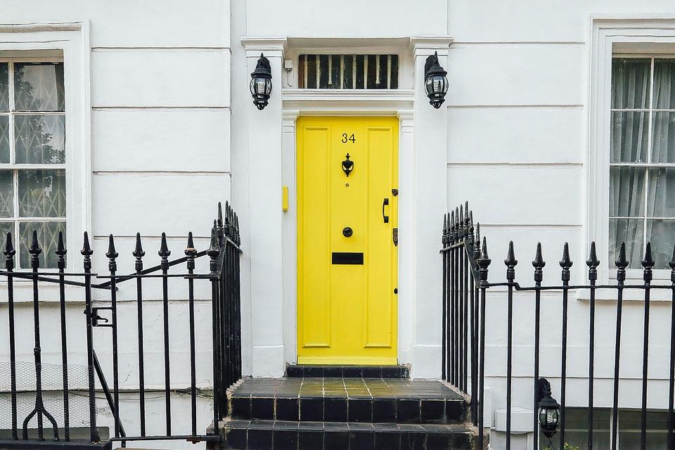 Les portes coulissantes en verre coûtent-elles cher ?