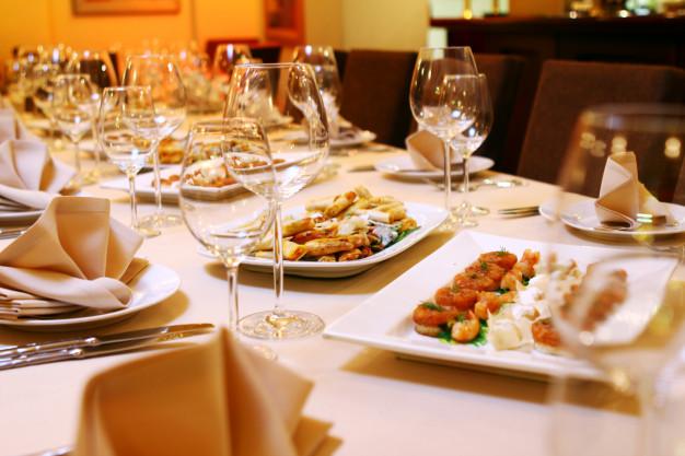 Le verre en cristal : l'atout charme d'une table d'exception !